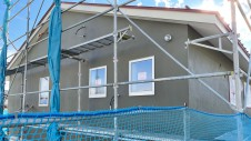 南アルプス市に建つ、省エネで快適に暮らせるかわいいフラットハウス